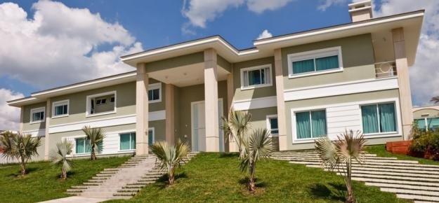 Fachadas de casas com esquadrias de alumínio